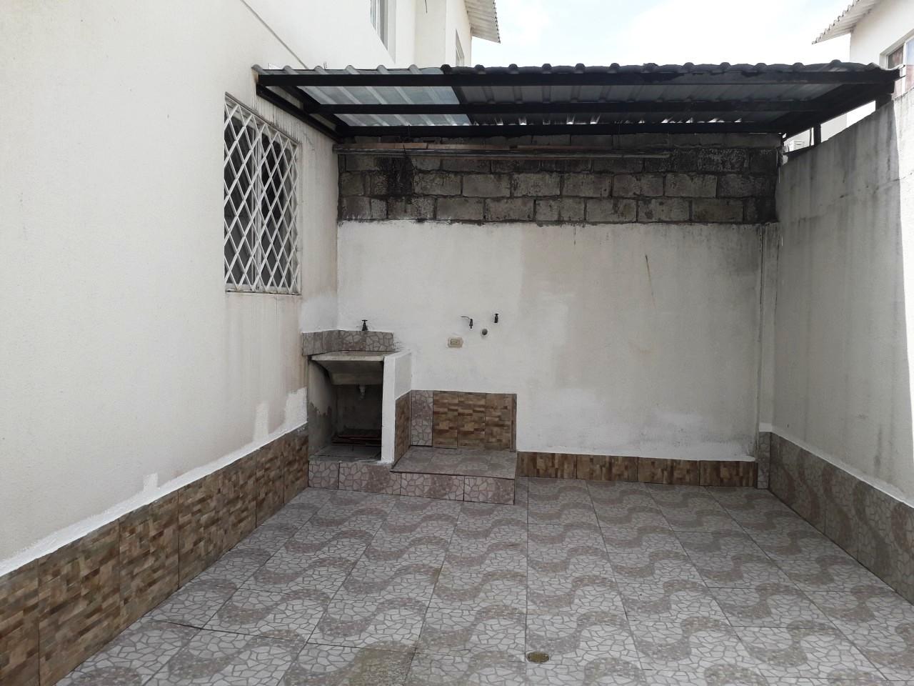 alquiler malaga meza 2 patio 3